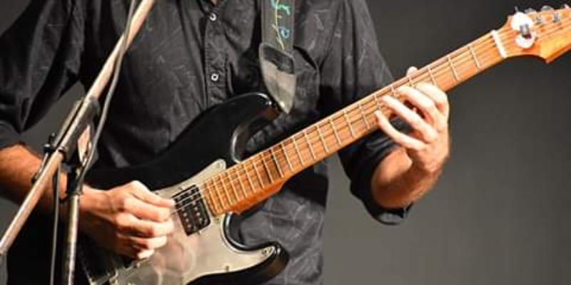 Elie Strummer, musicien Rock en représentation à Bouches du Rhône - photo de couverture n° 2