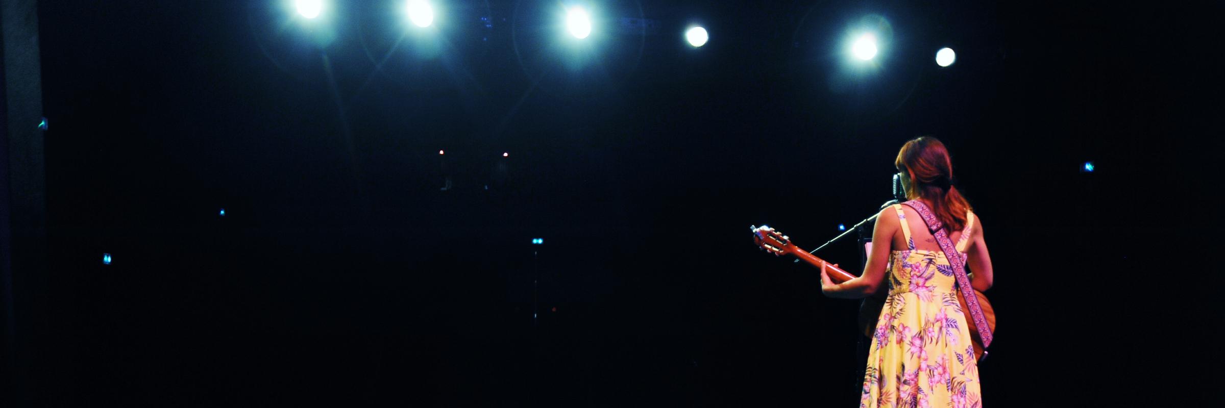 Alice Darlix, musicien Chanteur en représentation à Haute Savoie - photo de couverture n° 1