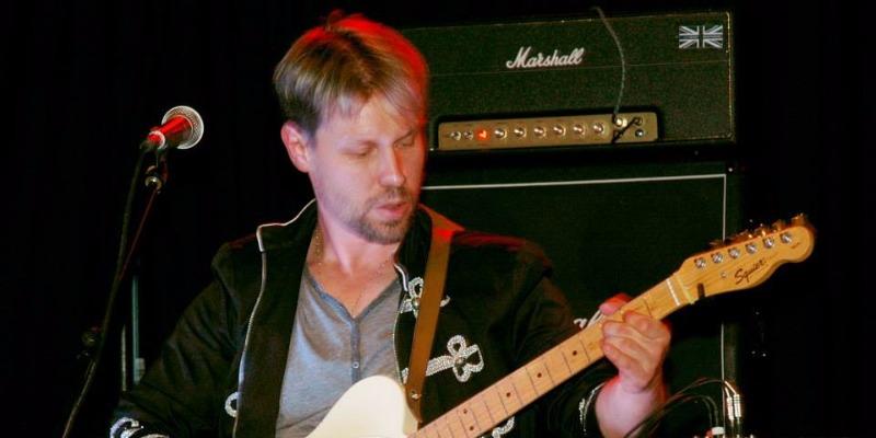 Steackmike, musicien Guitariste en représentation - photo de couverture