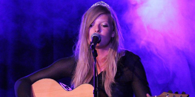 Déborah Biver , musicien Chanteur en représentation à Pyrénées Atlantiques - photo de couverture n° 2