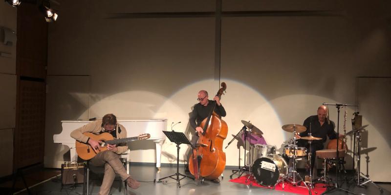 Jean de Aguiar, groupe de musique Guitariste en représentation à Paris - photo de couverture