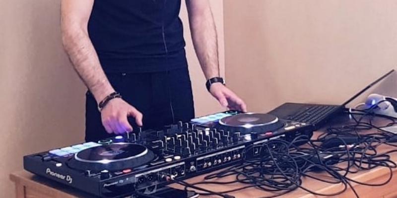 DJ Ameno, musicien Electronique en représentation à Hauts de Seine - photo de couverture n° 1