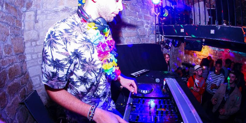 DLTA, DJ Dj en représentation à Paris - photo de couverture