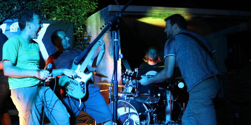 Y2K Groupe de Reprises Rock Alternatif à Aix en Provence et Marseille, groupe de musique Rock en représentation à Bouches du Rhône - photo de couverture n° 3