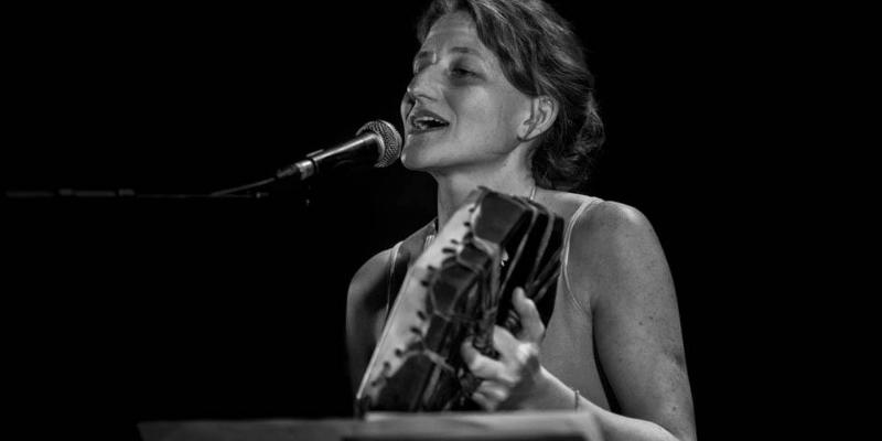 Mara Szachniuk, musicien Chanteur en représentation à Gironde - photo de couverture n° 2