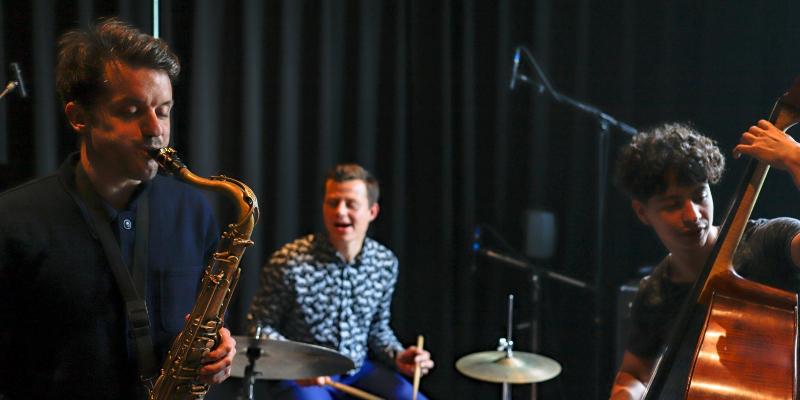 Yamas, groupe de musique Jazz en représentation à Paris - photo de couverture n° 1